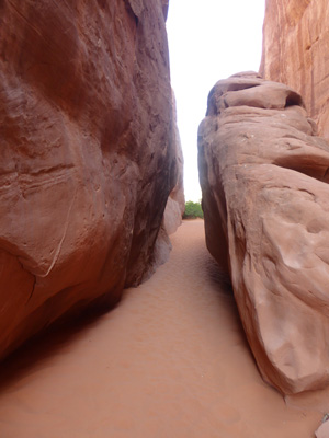 Sand Dune Arch trail