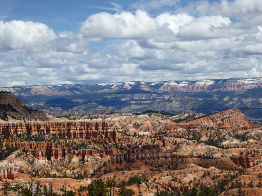 Pink Cliffs north of Bryce Canyon
