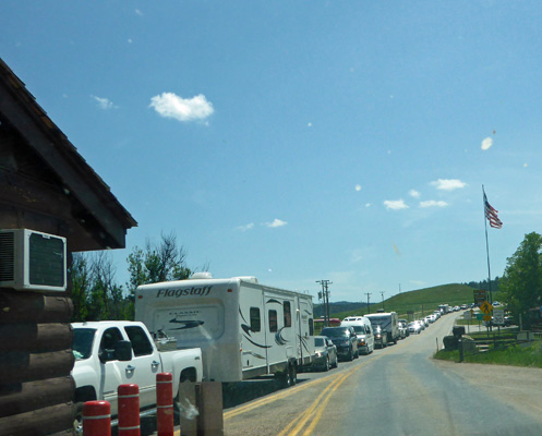 Cars lined up to get into Devils Tower