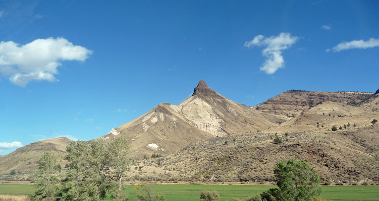 Sheep Rock John Day Fossil Beds OR