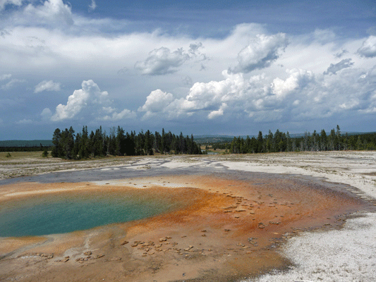 Turqoise pool Yellowstone
