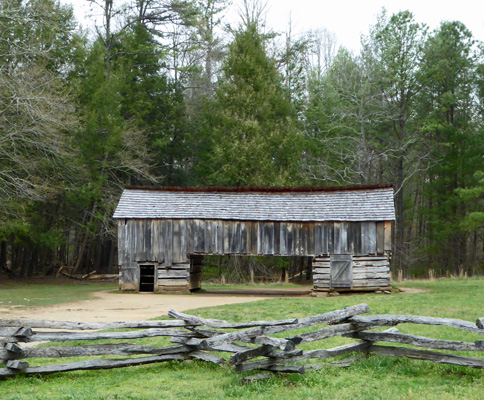 Drive-thru barn Cades Cove