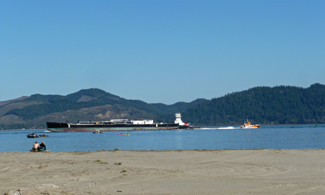 Boats passing on Columbia River